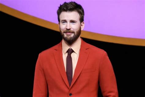 Chris Evans expertly addresses NSFW photo gaffe: 'Now that ...