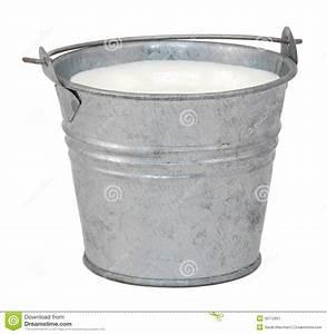 Seau En Metal : lait dans un seau miniature en m tal image stock image ~ Teatrodelosmanantiales.com Idées de Décoration