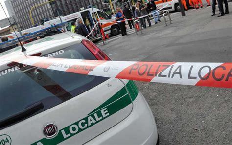audi si e social roma terribile incidente audi si shianta contro passeggeri