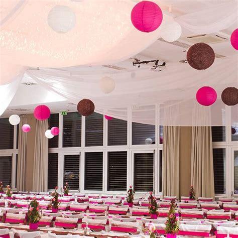 lampions bei der hochzeit eine romantische dekoidee