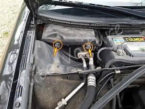 Comment Changer Une Batterie De Voiture : changement batterie voiture changement batterie remplacer batterie voiture changement de ~ Medecine-chirurgie-esthetiques.com Avis de Voitures
