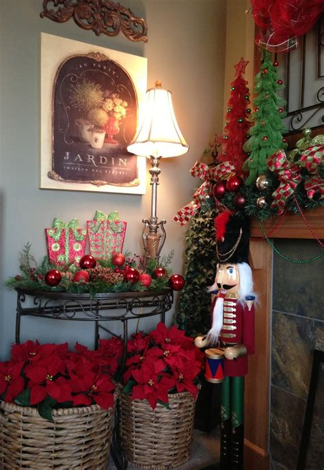 lovely ways  display poinsettias   holidays
