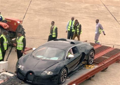 Ainda hoje, o bugatti veyron continua a ser um carro (muito) especial. Zambians wowed after spotting $3m Bugatti Veyron at Airport - Future DXB