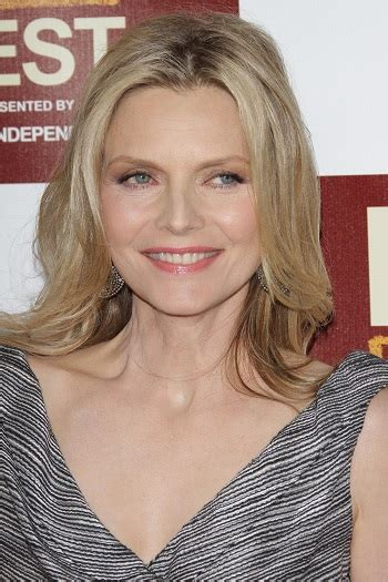 hairstyles michelle pfeiffer medium layered hairstyle