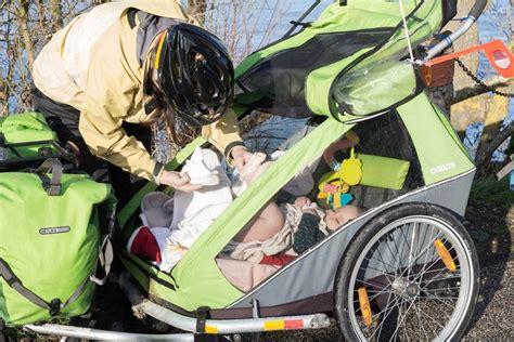 siege bebe velo suspendu voyager à vélo avec bébé quoi emporter enjolivelo