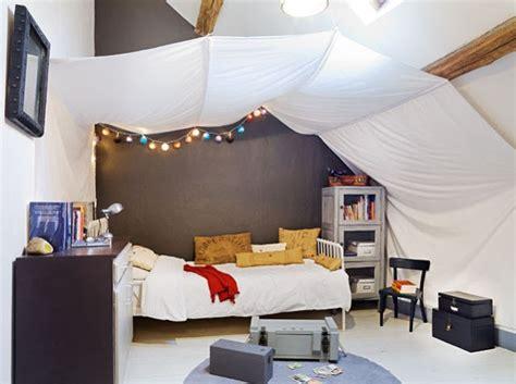 chambre avec lit baldaquin la casa color cielo decoración