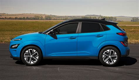 Visit cars.com and get the latest information, as well as detailed specs and features. Neuer Hyundai Kona Elektro kommt 2021 (Bilder & Video ...