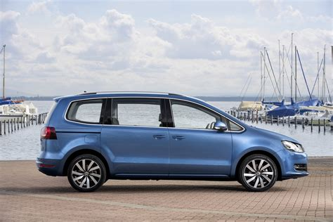 vw sharan images vw details facelifted sharan mpv 33 new photos carscoops