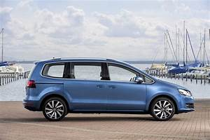 Volkswagen Sharan : vw details facelifted sharan mpv 33 new photos carscoops ~ Gottalentnigeria.com Avis de Voitures