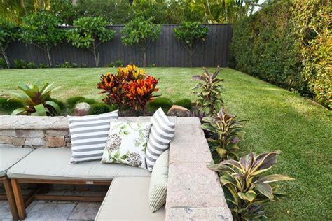 corner backyard landscaping ideas backyard corner fence landscaping ideas roof fence futons