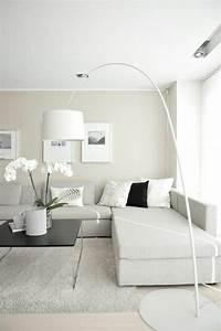 deco salon salon beige avec lampe de salon en forme d With tapis chambre bébé avec lampe fleur design