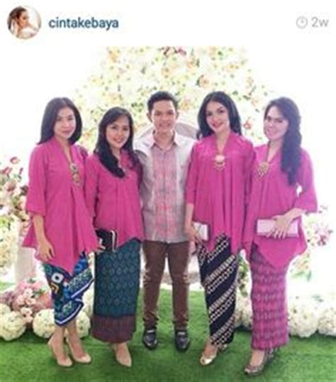 seragam keluarga pengantin warna biru inspirasi kebaya