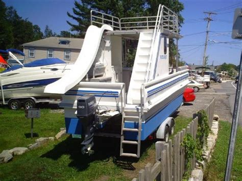Party Cat Pontoon Boat by 2004 Catamaran Cruisers Partycat Watershot Boats Yachts