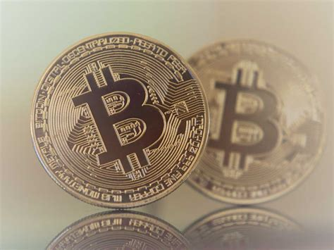 We added the most popular currencies and cryptocurrencies for our calculator. WOW! BITCOIN NAIK 4% KE LEVEL $9.005,6 - Highlow365 : Simplified Trading Brokerage