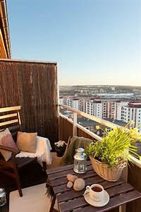 kleinen balkon gestalten laden sie den sommer zu sich ein With markise balkon mit tapeten poco
