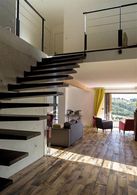 cuisine salle a manger ouverte maison bois contemporaine au coeur des monts du cantal