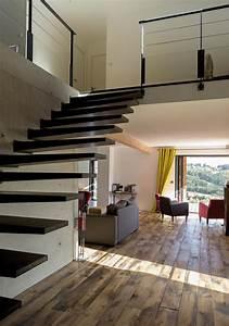 escalier dans hall d39entree maison avec mezzanine With entree de maison avec escalier