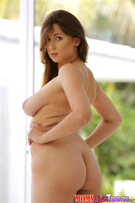 Voluptuous Girl Got Naked For Her Friend Photos Mia