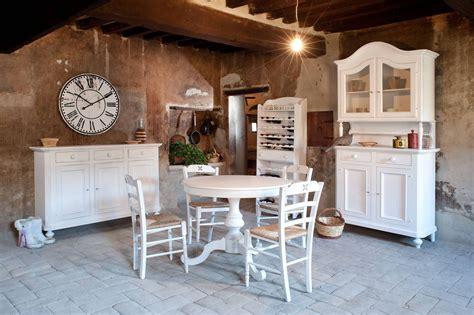 arredare casa country tavolo rotondo allungabile contemporaneo classico in