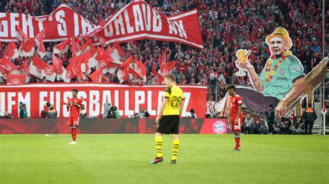 fc bayern fans protestieren mit effenberg im klappstuhl