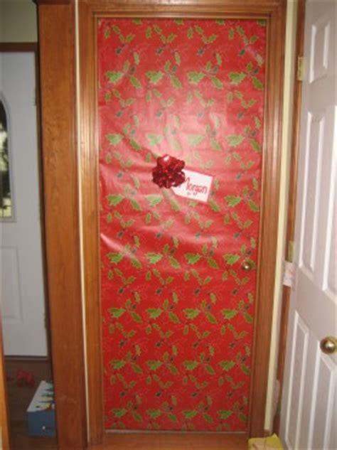 giant christmas present doors  good stuff guide