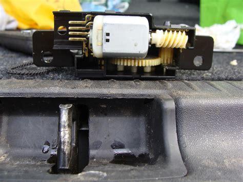 serrure coffre megane 2 automobile serrure coffre megane 2 qui ne s ouvre plus de l exterieur r 233 par 233