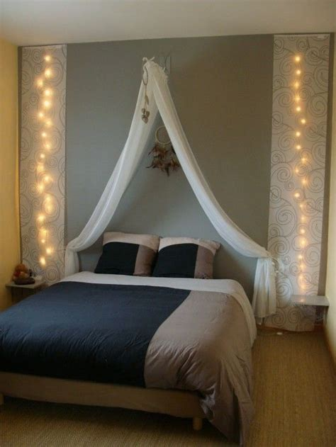 ciel de lit chambre adulte des têtes de lit habillées avec des rideaux floriane lemarié