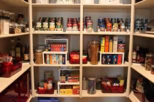 kitchen pan storage ideas mažos gudrybės kaip įvesti tvarką pagalbinėse patalpose