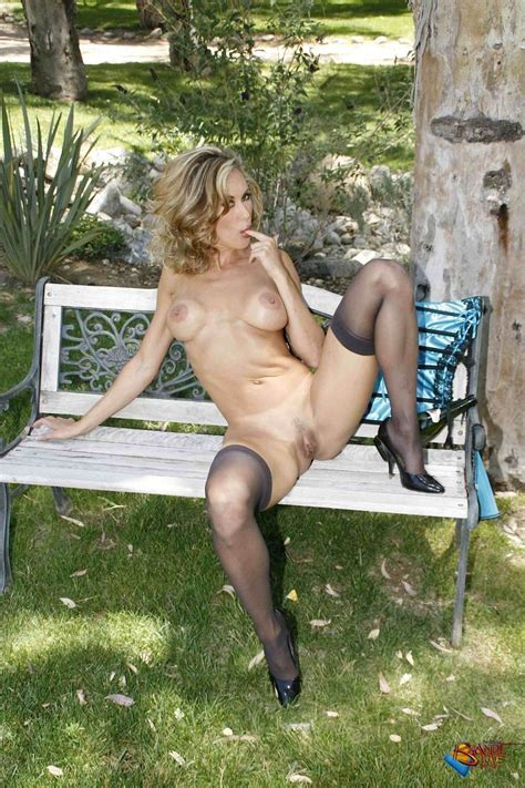 Brandi Love Naked In The Park At Mature Sex Pictures