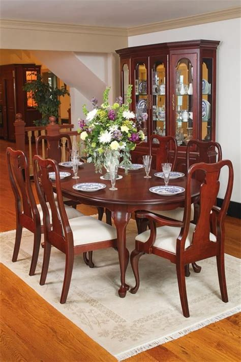 amish queen anne  oval table    skirted