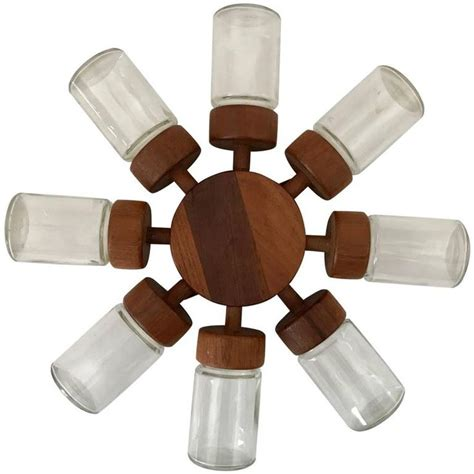 Spice Rack Spinning by 25 Best Ideas About Rotating Spice Rack On
