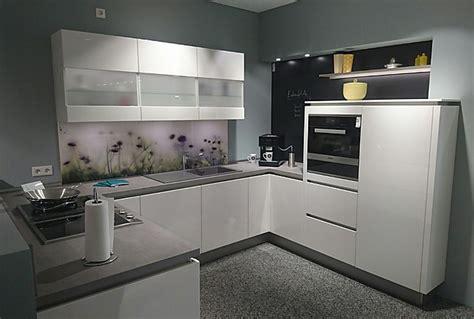haecker cuisine häcker musterküche faro g324 grifflose küche weiß