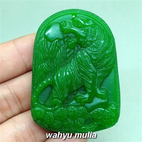 kalung batu giok hijau ukir macan harimau asli kode 984 wahyu mulia