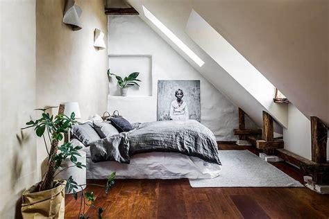 attic bedrooms       clean