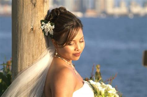 Hawaiin Wedding Hairstyle With Flower And Veil.jpg Hi-res