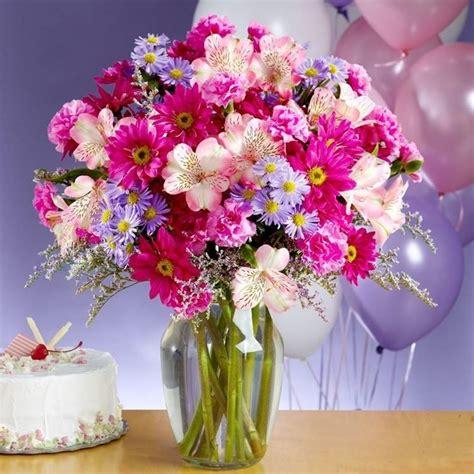 Quando la propria fidanzata fa il compleanno, è un classico regalare un bel mazzo di fiori. Fiori compleanno - Regalare fiori - Quali fiori scegliere ...