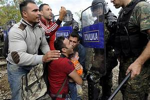 EU migrant crisis: Refugees face chaotic scenes at border ...