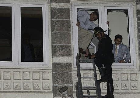 teroris menyerang mumbai india topik warna warni