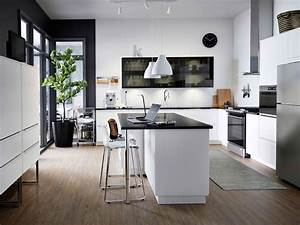 Cuisine IKEA Noire Et Blanche Avec Lot Central
