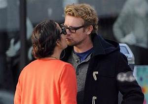 simon baker gives a kiss to wife Rebecca Rigg Fan-girl.org ...