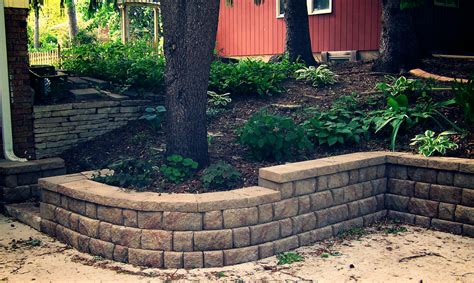retaining wall landscaping retaining walls great goats landscapinggreat goats landscaping