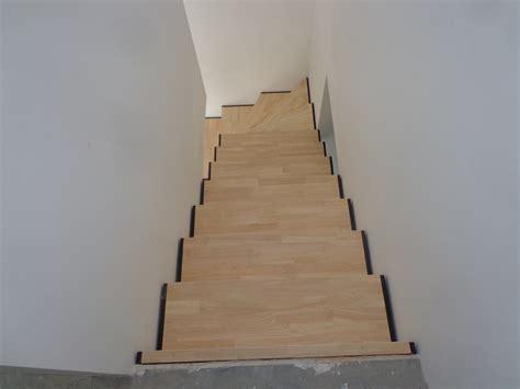 marches en h 233 v 233 a sur escalier fer al 232 s gard cruviers lascours nimes