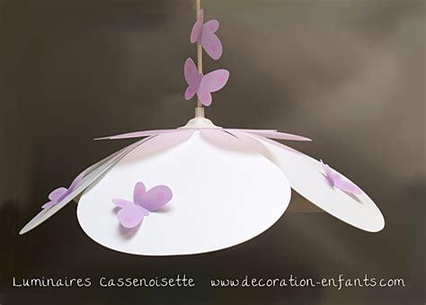 mobile chambre bébé suspension fleur blanche et parme fabrique casse