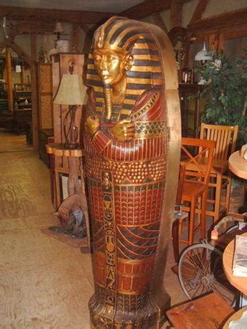 king tut egyptian sarcophagus burial chamber statue