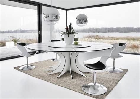 chaise de cuisine pivotante table salle à manger blanche et et ensemble graphique