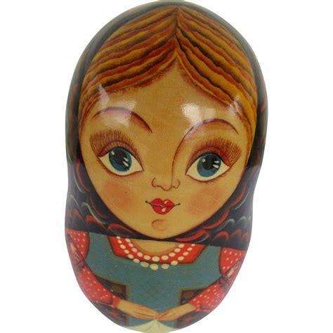 27 видео 558 просмотров обновлен 9 дек. Russian Wooden Doll Makes Music and Tips Back and Forth | Wooden dolls, Dolls, Nesting dolls
