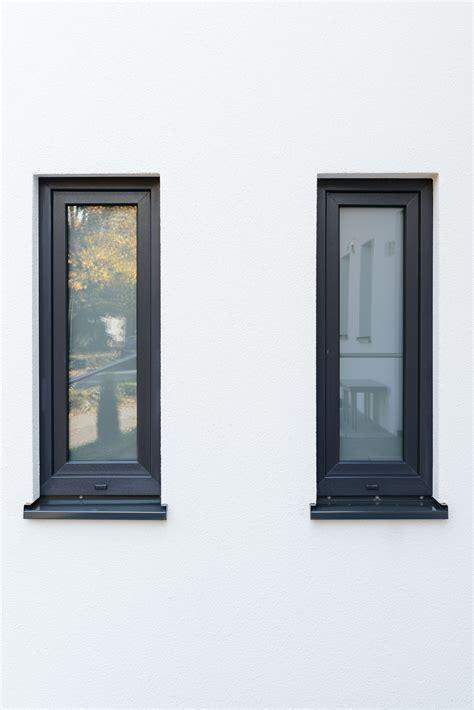 Fenster In Anthrazit by Moderne Fenster Und Fensterbank In Sch 246 Nem Anthrazit