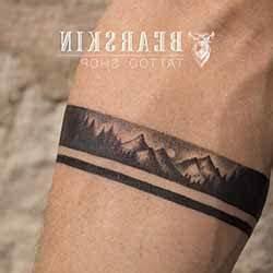 Tatouage Simple Homme : tatouage bras homme 1001 tatouage ~ Melissatoandfro.com Idées de Décoration