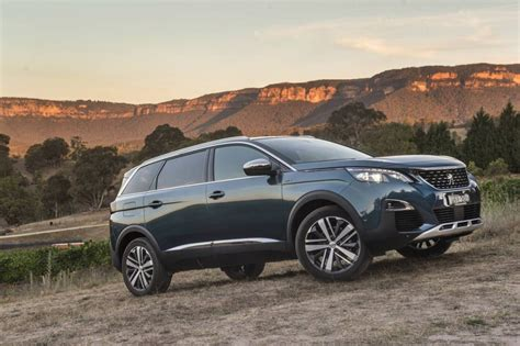 peugeot   seater suv promises benchmark space