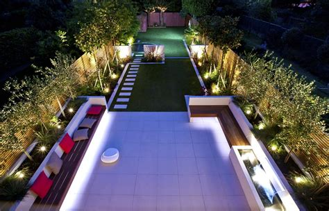 Schmaler Garten Gestalten by Striking Modern Garden Design Divided Into Three Sections